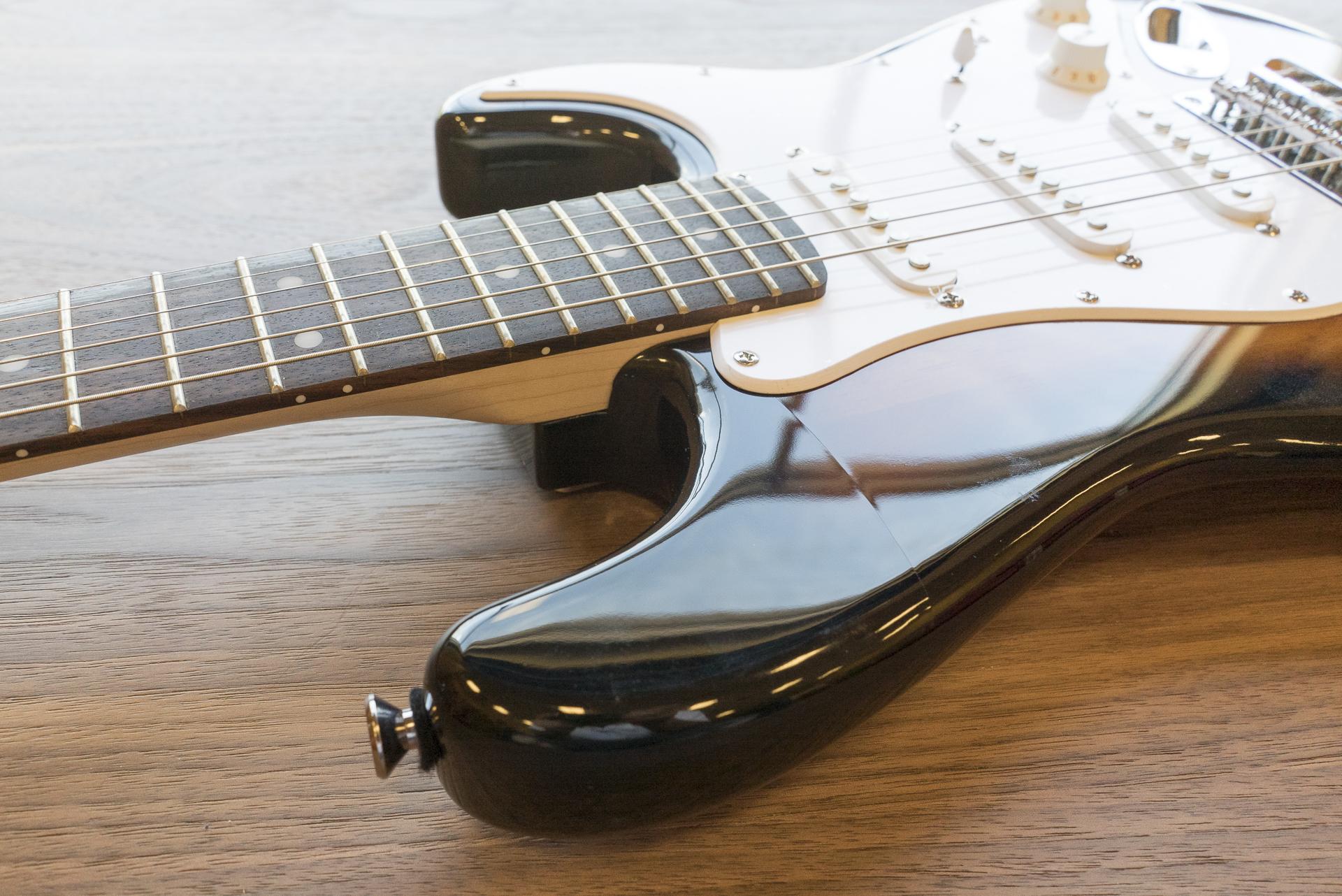 squier 0310101532 mini strat electric guitar sunburst ebay. Black Bedroom Furniture Sets. Home Design Ideas