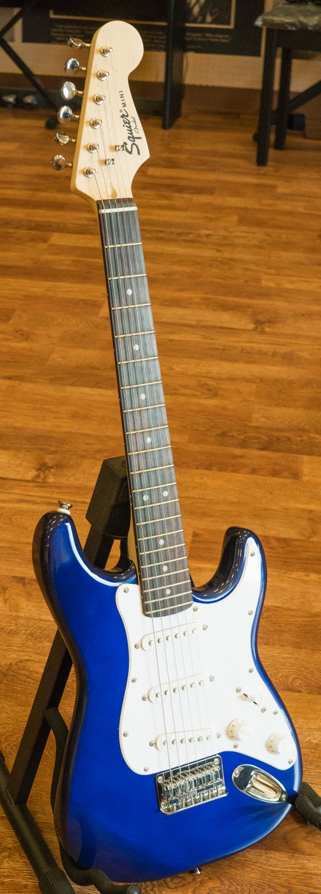 squier by fender mini strat electric guitar blue ebay. Black Bedroom Furniture Sets. Home Design Ideas