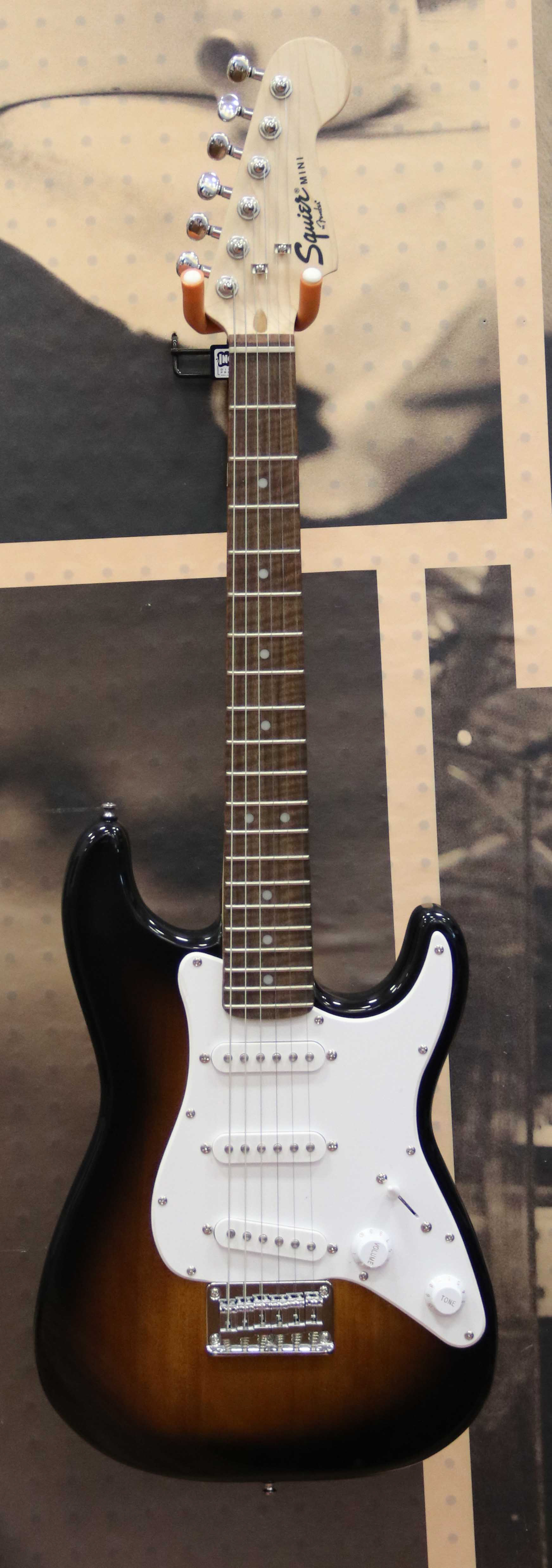 fender squier mini strat electric guitar brown sunburst ebay. Black Bedroom Furniture Sets. Home Design Ideas