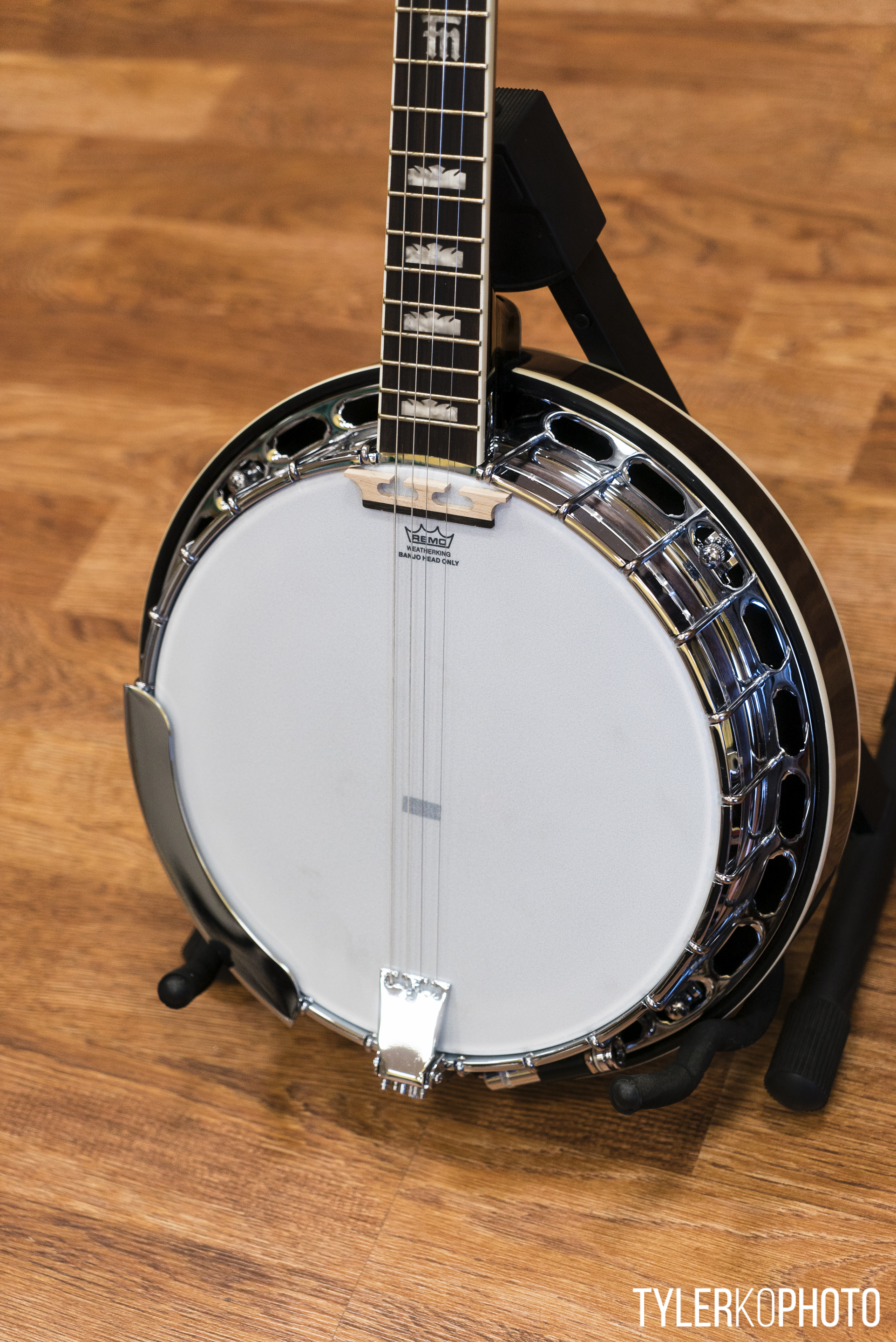 how to play a plectrum banjo