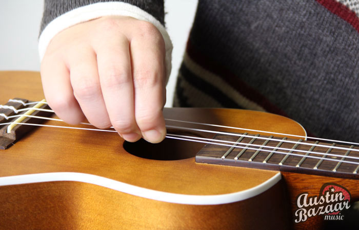 How to stretch ukulele strings